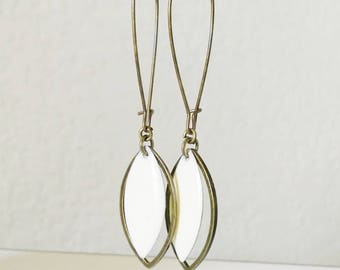 Earrings bronze shuttle and two-sided white cream spring EMAIL was
