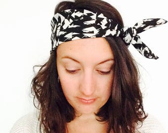 Adjustable headband fabric and wire, black and white, color graphic style