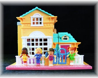 Vintage 1994 Pollyville Polly Pocket Light-up Hotel  **COMPLETE**