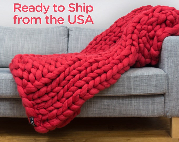 100% Merino wool CHUNKY BLANKET. Ready for shipping . Size 55x90. Color- scarlet red