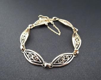 Bracelet filigree gold 18 carat.