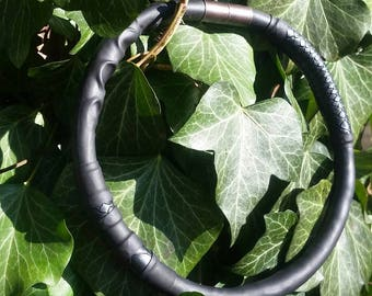 Tube necklace with snake pattern and magnetic lock
