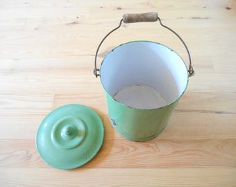 Vintage enameled bucket. Green. 1940's Shabby. french vintage. Chamber pot. Planter. Garden decor. Compost bucket. Retro.