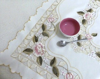 Tablecloth, vintage tablecloth, floral tablecloth, pretty tablecloth, square tablecloth, old tablecloth, small tablecloth.