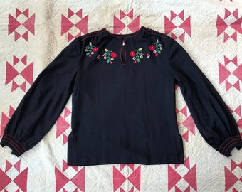 Vintage 1940s hungarian peasant long sleeve blouse with floral embroidery