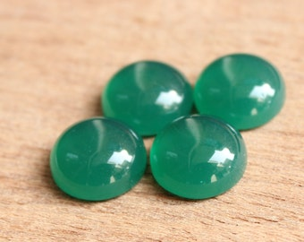 2-18 mm Green Onyx Round shape calibrated sizes available 2 mm, 3,4,5,6,7,8,9,10,11,12,13,14,15,16,17,18 mm Larger sizes on request.