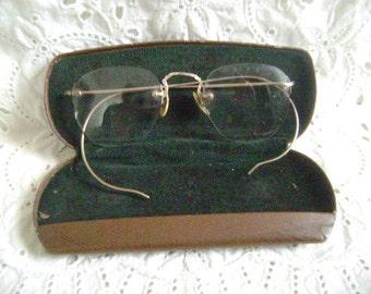 VINTAGE EYEGLASSES Wire Rim eyeglasses, 12K GF With Case