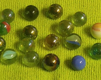 17 Vintage Marbles; Peltiers, Cats Eyes and more. 75% OFF