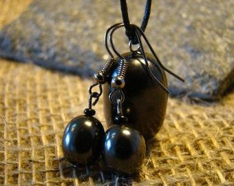 Shungite pendant and earring set from Karelia.