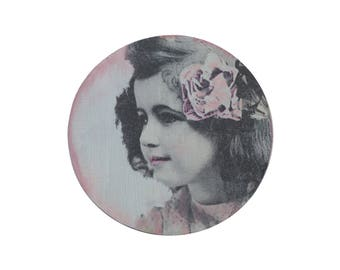 Round box with the image of a girl