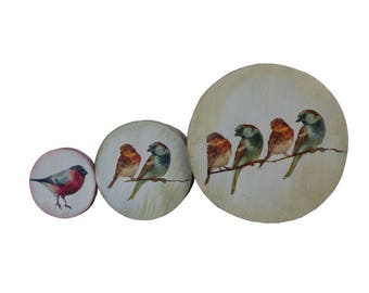 Round boxes with birds