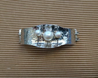 Hammered silver bracelet with pearls