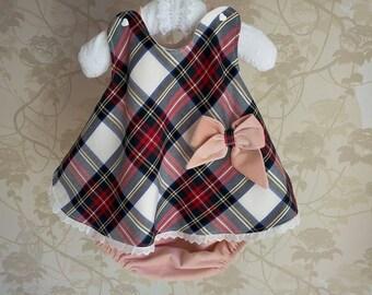 Vestido-fofo para bebés meninas. 3-6 meses. Com forro de algodão cardado. 100% algodão. Único. Vermelho aos corações e Xadrez.