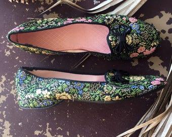 Vinage 1950s Black Metallic Daniel Green House Slippers / Vintage Floral Lotus Slipper Shoes / 1960's Shoes