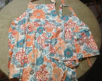 Matching Mother/Child floral print apron set