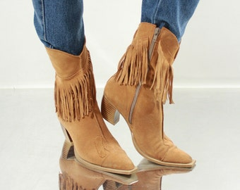 Vintage 90' Great Beige Suede Boots with Fringe
