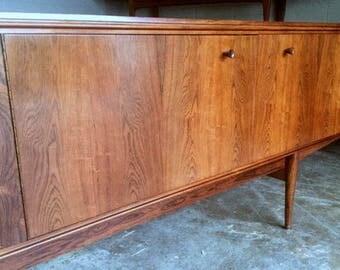 Mid Century Modern Dresser / Sideboard / Credenza