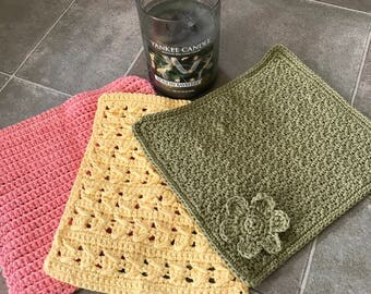 Lovely homemade 3 piece dishcloth set.