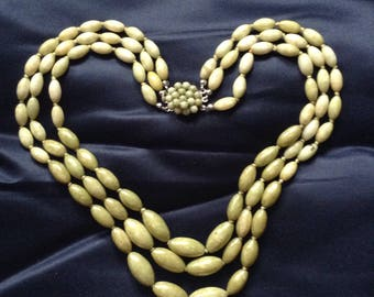 Beautiful vintage green beaded necklace