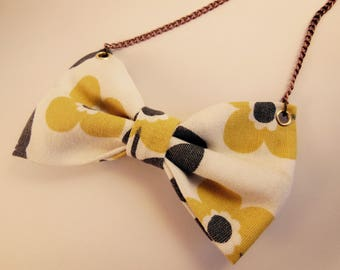 Vintage pattern flowers yellow & Black knot necklace