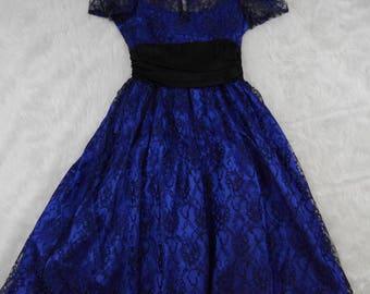 Vintage 80s Glenrob 50s style prom formal dress royal blue black lace size S/M illusion bodice in EUC