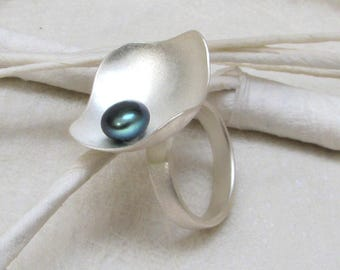 PanThiP - Silver ring with black pearl (R275M)