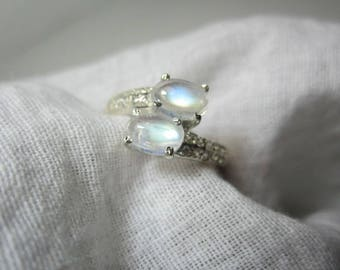 rainbow moon stone ring,blue moonstone ring , woow