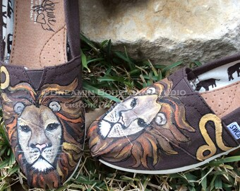 Toms Shoes Custom, Hand Painted Flats for Leo Zodiac, Summer Vacation Wear for Women, King of the Jungle, Gifts for Fortune Tellers, Gypsy