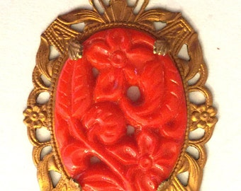 Vintage cabochon pendant (1)  1920s Czech red carved floral glass Brass setting molded flatback oval  30 x 22mm (1)