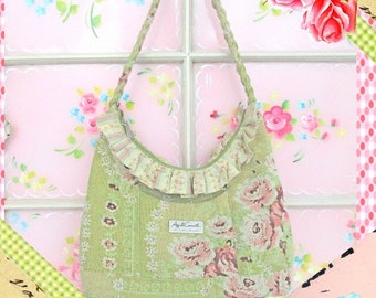 Prairie Purse, Carpet Bag, Shabby Chic Vintage Floral Purse, Cottage Chic, Easy and Relaxed Style