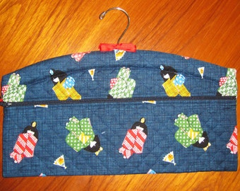 Kimono Girls and Fans Design Closet Hanger Organizer Quilted Asian Japanese Fabric Navy