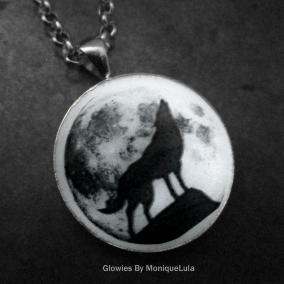 "Howling Wolf with Full Moon Glow in the dark 1"" Circle pendant"