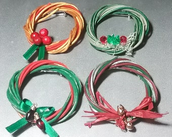 Christmas Wreath Pins Brooch Teacher Gift Office Home Hostess Set of 4 Holiday Wreaths Red Green Gold Decorated Fun Wearable Jewelry Small