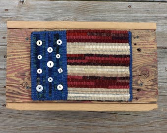 Primitive Rug Hooking Patriotic Americana Flag Mat with Vintage Buttons (Free Shipping)