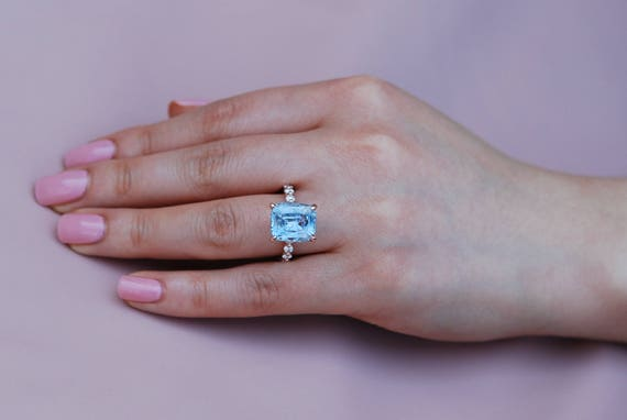 Blake Lively ring Rose Gold Engagement Ring 8.5ct Blue sapphire engagement ring One of a kind ring Sapphire Emerald cut ring Engagement ring