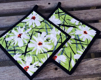 Floral Pot Holders, Daisy Splash Pot Holders, Hotpads, Quilted Pot Holders, Hostess Gift, Shower Gift, Handmade Pot Holders