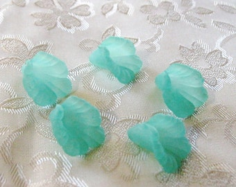 Seafoam Green Flower Cap Beads Trumpet Lily 16mm Lucite Acrylic 428
