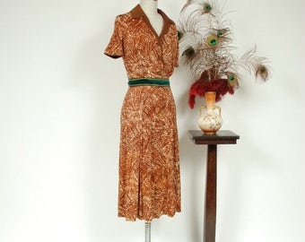 SALE - Vintage 1940s Dress - Darling Abstract Print Brown Rayon Jersey 40s Day Dress with Contrasting Collar and Buttons