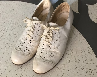 Kitty Foyle - 1930's White Leather Lace Oxfords
