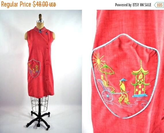 50% OFF SALE // 1960s dress 60s vintage red Japanese embroidered pocked shift dress S/M