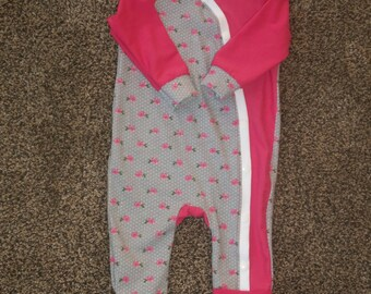 Baby Girl Footed Sleeper//Gray and Pink Roses//3-6 Months