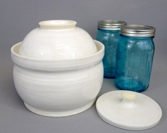 White Stoneware Fermenting Crock with Weight: 3 quart capacity fermentation lidded vessel with round pressing weight