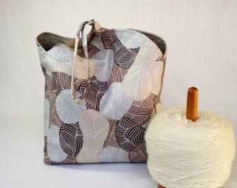 Project Bag knitting crochet amigurumi - drawstring wristlet pouch - Tulip Bag - brown tan Wound Up & natural linen - free knitting pattern