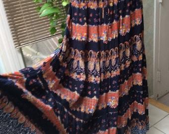 Vintage boho crinkle rayon print maxi skirt, black rust tiered rayon long skirt, drawstring waist tiered summer maxi skirt, sz M gypsy skirt