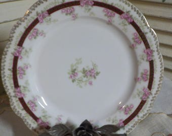 COTTAGE CHARM - Absolutely lovely -  Cabinet Plate - Porcelain Plate - Display Plate - Ornate - Vintage