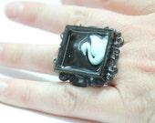 SALE 15% Sz 7 Ornate Swan Fancy Resin Ring