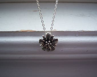 Daisy Necklace  - Flower Necklace  -Wedding Necklace - Garden Necklace