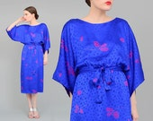 Vintage 80s Mary McFadden Silk Dress Blouson Floral Dress - Asian Oriental Kimono Sleeve Midi Dress - Blue Purple - Small Medium S M