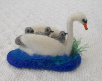 Needle felted swan, swan & 3 cygnets, white swan, Play mat, Nursery school, Pre School, Play Group, Nature Table swan, Story Time, Waldorf