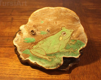 Artist's Conk Mushroom with Frog etching. Lily pad etched on Polypore fungus Inked sgraffito on Ganoderma applanatum bear bread TursiArt